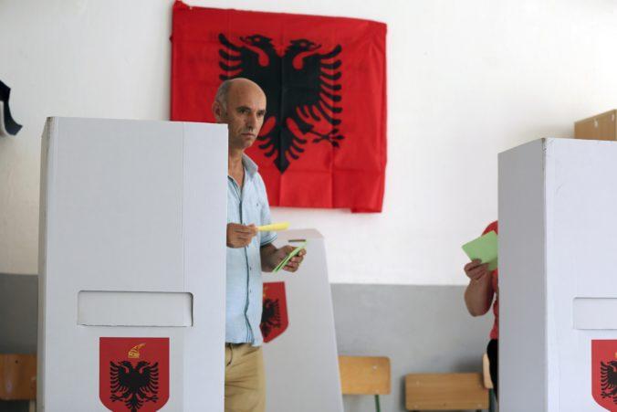 Albánsky parlament schválil zmeny vo volebnom zákone, chce tak zabrániť manipulácii