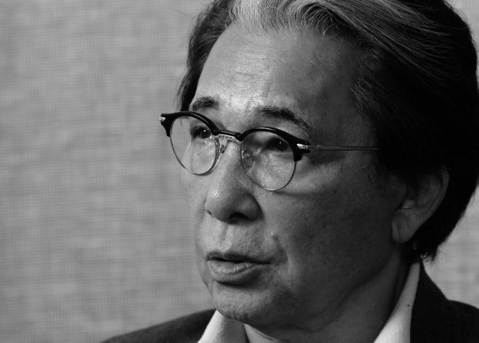 Zomrel Kenzo Takada, módny návrhár podľahol komplikáciám spôsobeným koronavírusom