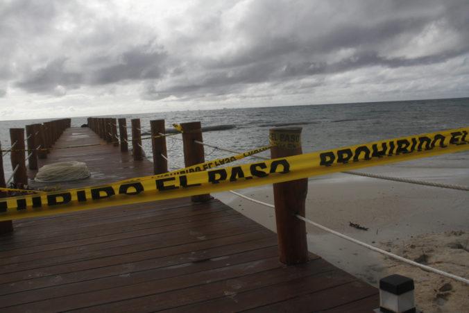 Hurikán Delta atakuje Mexiko a naberá na sile, meteorológovia vydali výstrahy pred povodňami