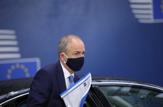 Írsky premiér vyzval ľudí k dodržiavaniu opatrení, aby sa vyhli okamžitému lockdownu