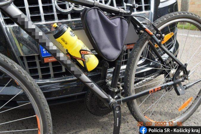 Mladík zrazil cyklistku a z miesta nehody ušiel, ponáhľal sa na večeru (foto)