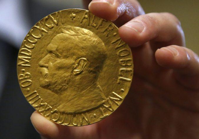 Nobelovu cenu za fyziku udelili za objavy súvisiace s čiernymi dierami