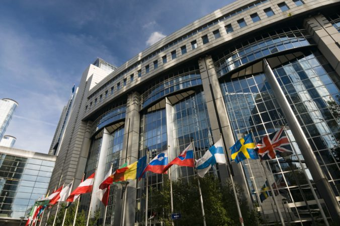 Európsky parlament po odstúpení komisár pre obchod schválil zmeny v kolégiu eurokomisárov