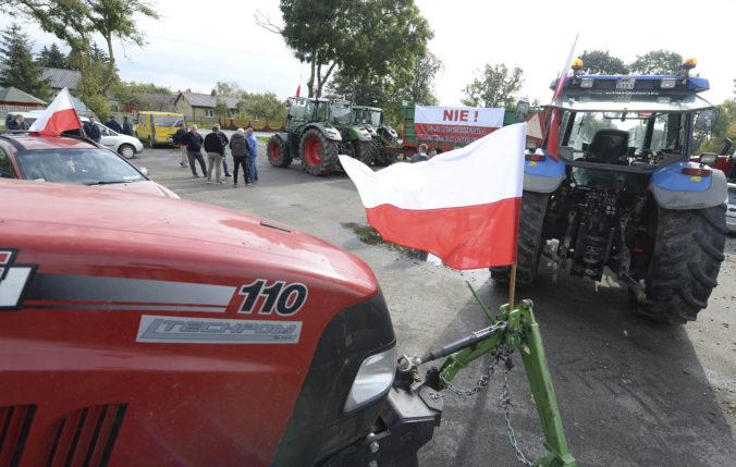 Poľskí farmári protestovali proti zákonu o ochrane zvierat, brzdili premávku a nastražili fúriky naplnené hnojom (foto)