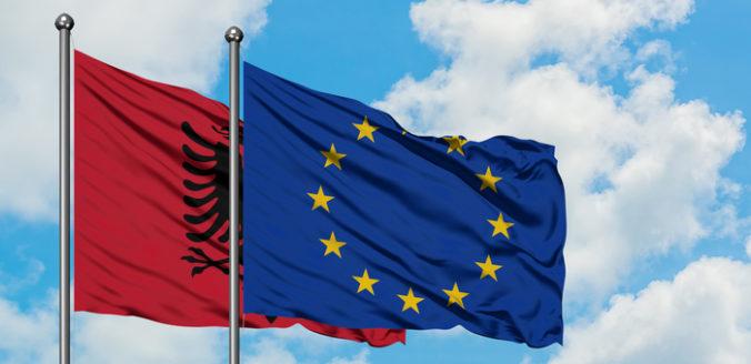 Albánsko môže začať s rozvojom turizmu, od Európskej únie a banky dostalo sto miliónov eur