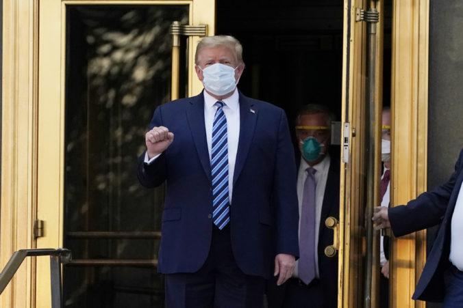 Trump zareagoval mimoriadne dobre na podané lieky a môže sa vrátiť k pracovným povinnostiam