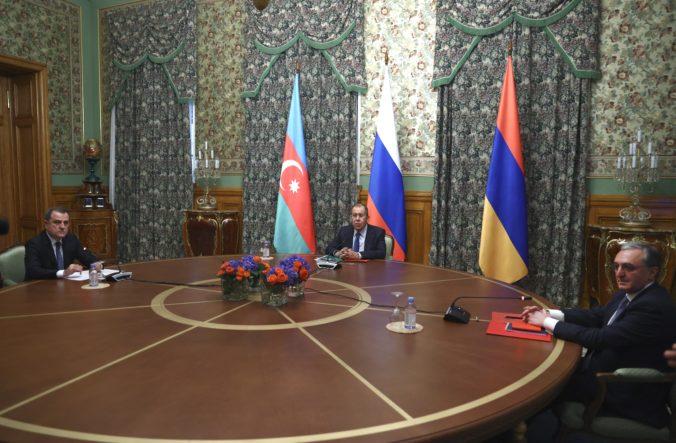 V Náhornom Karabachu zavládne dočasné prímerie, Arménsko sa dohodlo s Azerbajdžanom