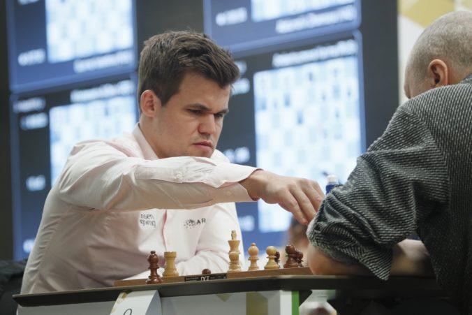 Najdlhšia víťazná séria v klasickom šachu sa skončila, Carlsen sa musel skloniť pred Dudom