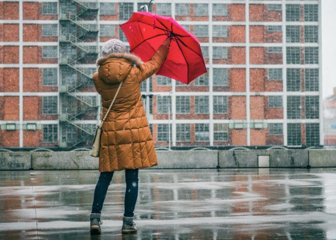 Na väčšine územia Slovenska hrozia výdatné dažde, meteorológovia vydali výstrahy aj pred povodňami