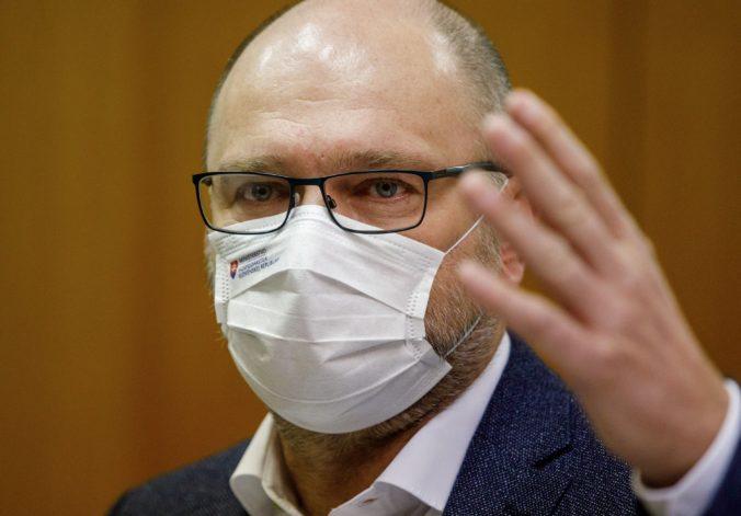 Nemá zmysel podliehať panike a začať zatvárať hlava nehlava, vyhlásil minister Sulík