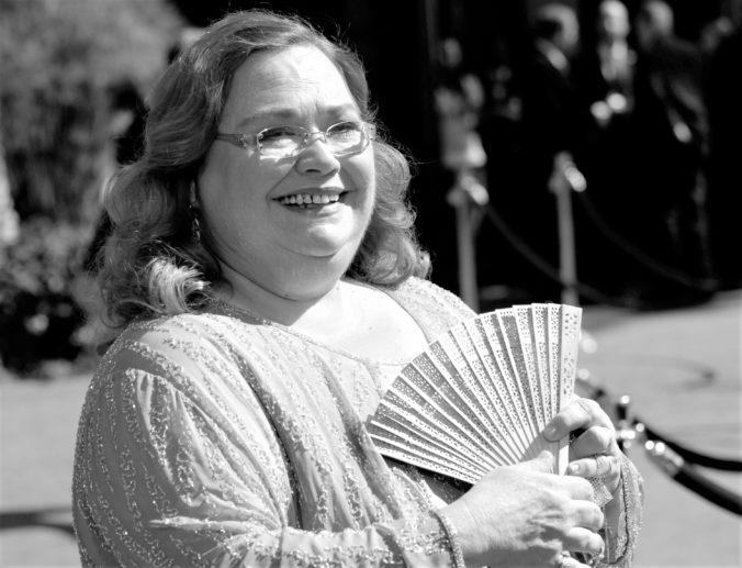 Zomrela Conchata Ferrell, herečka stvárnila Bertu v seriáli Dva a pol chlapa