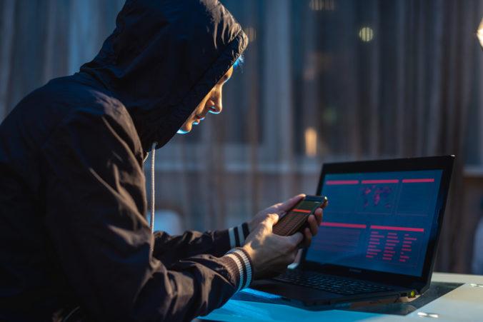 Medzinárodná zločinecká skupina prala peniaze z kyberzločinu, pred Europolom a FBI však neušli