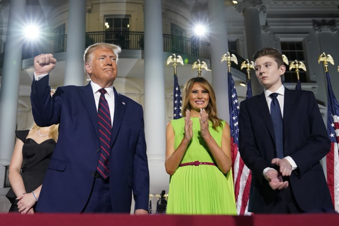 Syn prezidenta Trumpa bol pozitívny na COVID-19, Melania napísala esej o priebehu ochorenia