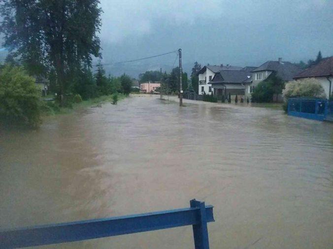 Dážď na Slovensku ešte neutíchne, výstrahy 3. stupňa pred povodňami platia pre štyri okresy