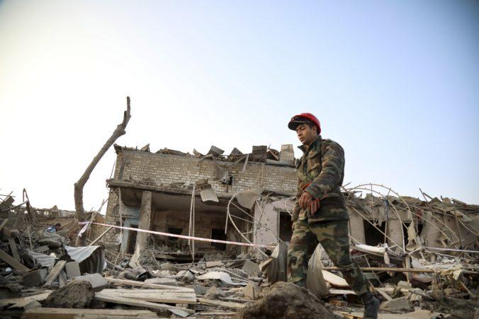 Azerbajdžan obvinil Arménsko z raketového útoku na jeho druhé najväčšie mesto, hlásia mŕtvych aj zranených