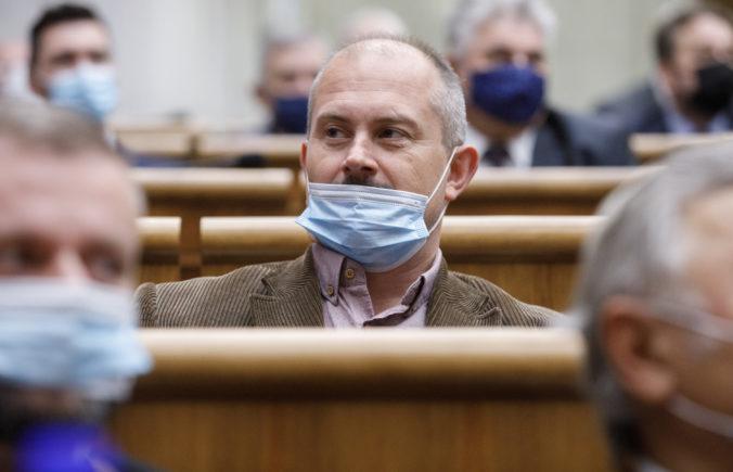Kotleba musí zostať v karanténe, jeho advokát mal pozitívny test na koronavírus