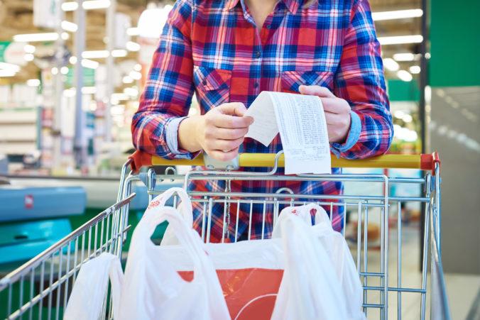 Potraviny stoja Slovákov pätinu až výdavkov, poriadny obed si nemôže dovoliť vyše 12 percent domácností