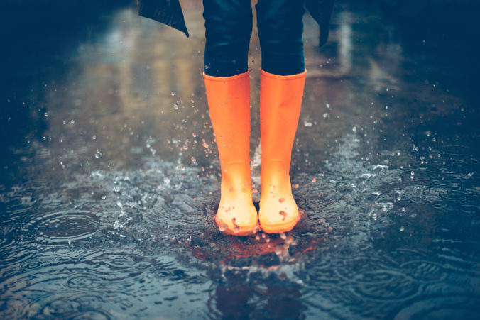 Sobota bude zamračená s dažďom a prehánkami, pre vysokú hladinu riek stále platia výstrahy