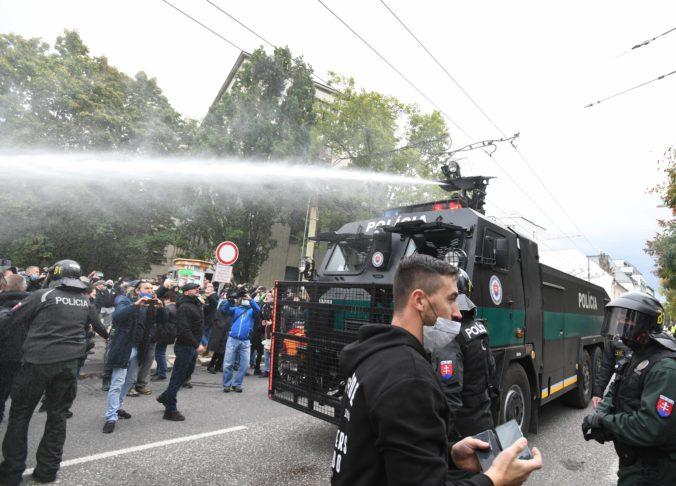 Účastníci protestu neujdú spravodlivosti, odkazuje minister vnútra Mikulec