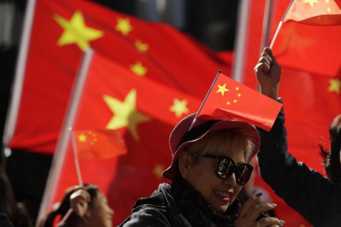 V Číne novelizovali zákon, bude možné kriminalizovať úmyselné urážanie štátnej vlajky a znaku