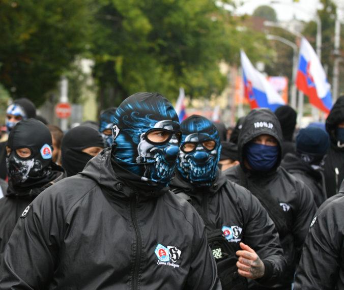 Celohlavové rúška nosiť nemusíme, reaguje polícia na masívne šíriaci sa hoax