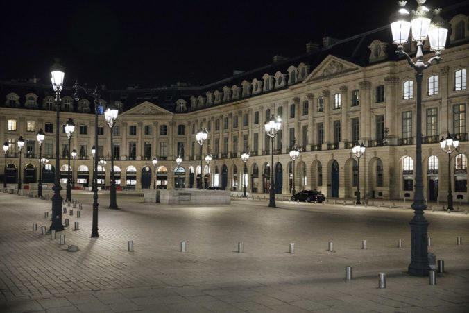 V deviatich francúzskych mestách už platí nočný zákaz vychádzania, nepáči sa najmä majiteľom barov a reštaurácií