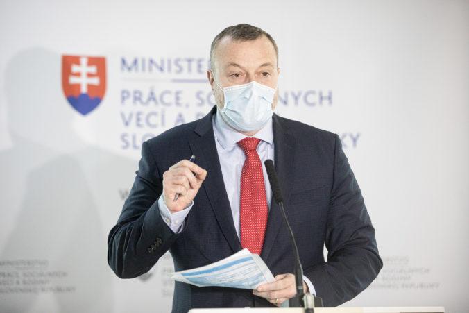 SZČO by mali prispievať do nového fondu pre kurzarbeit, minister Krajniak hovorí o výhodách