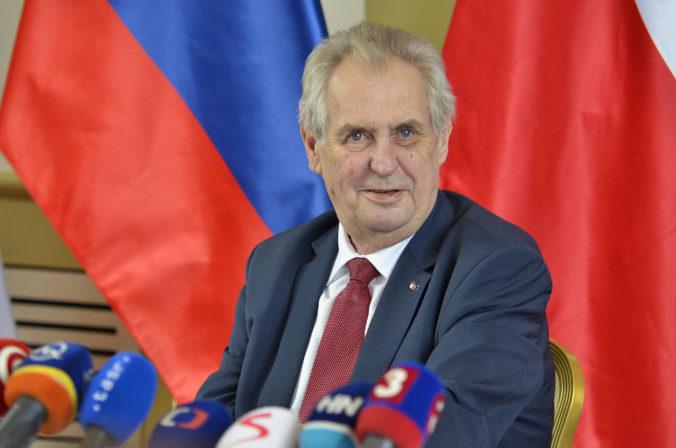 Miloš Zeman ustúpil a ceremoniál na Pražskom hrade k sviatku 28. októbra odložil o rok