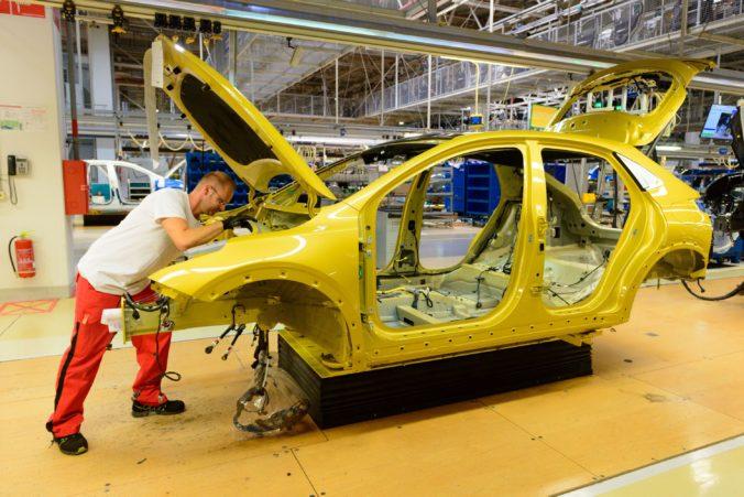 Žilinskej automobilke Kia chýbajú komponenty a bola nútená prerušiť výrobu