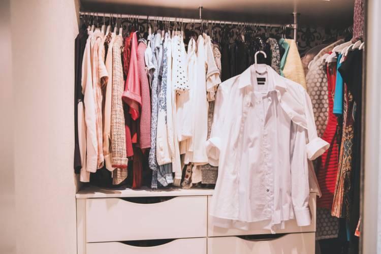 Oblečenie v dámskom šatníku, ktoré môžete nosiť viac sezón