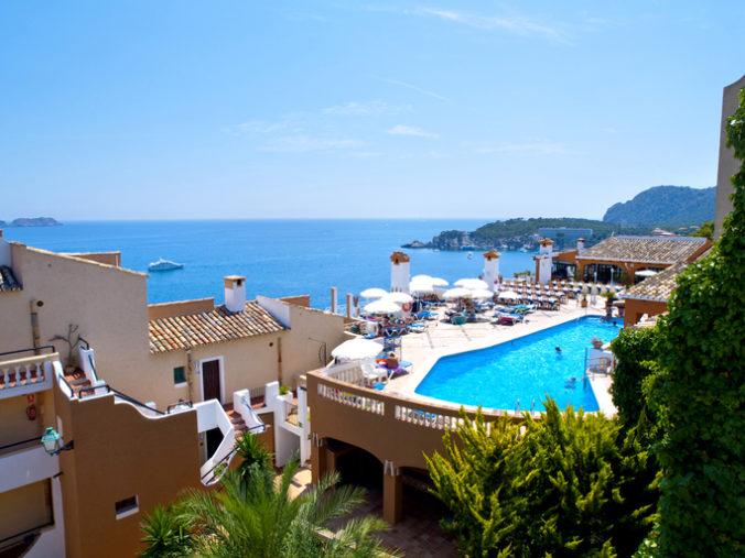 Španielske hotely zaznamenali masívny pokles ubytovaných, vytvorili turistické koridory