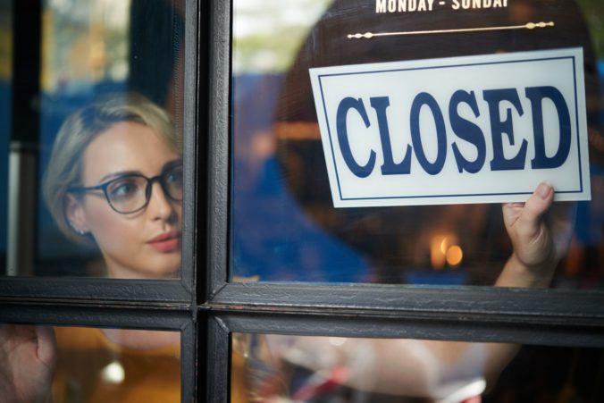 Podnikatelia, ktorí zatvoria prevádzky alebo sa im znížia tržby, môžu žiadať štát o kompenzácie