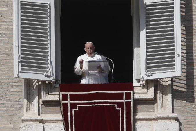 Pápež vymenoval nových kardinálov, Amerika má prvého černocha na tomto poste