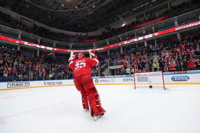 Július Hudáček je najlepším brankárom týždňa v KHL, zo 100 striel zastavil 98