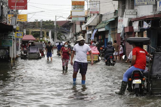 Tajfún vo Filipínach vyhnal z domovov tisíce ľudí, hlásia nezvestných aj mŕtvych