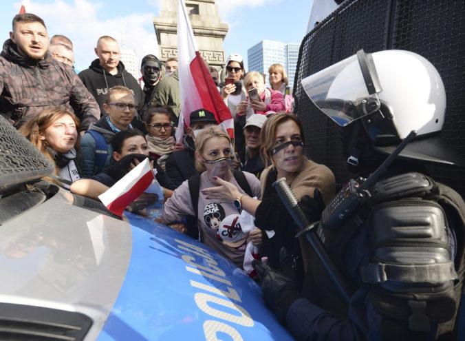 Poľský premiér odsúdil protesty voči zákazu interrupcií. Zhromažďovať sa je zakázané, pripomína