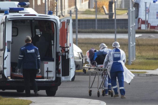 Rusko hlási najvyšší denný prírastok obetí koronavírusu, nosenie rúšok dostali občania príkazom