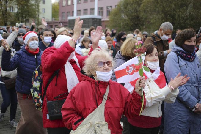 Lukašenko sa snaží zastrašiť demonštrantov, políciu vyzval na zásah voči študentom i robotníkom