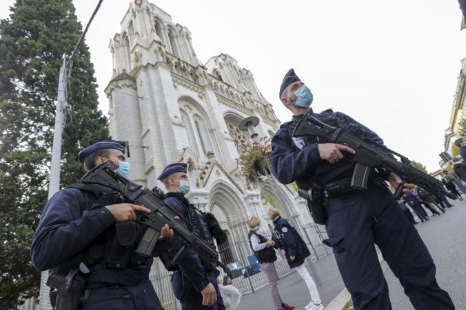 Útočník z Nice len prednedávnom pricestoval z Tuniska, Macron nariadil prísnejšiu ochranu kostolov