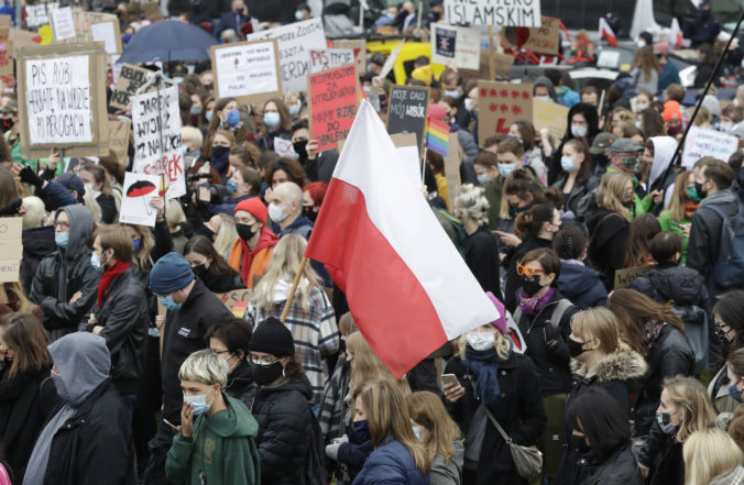 V Poľsku bude najväčší protest proti sprísneniu interrupcií, vláda sa obáva šírenia COVID-19