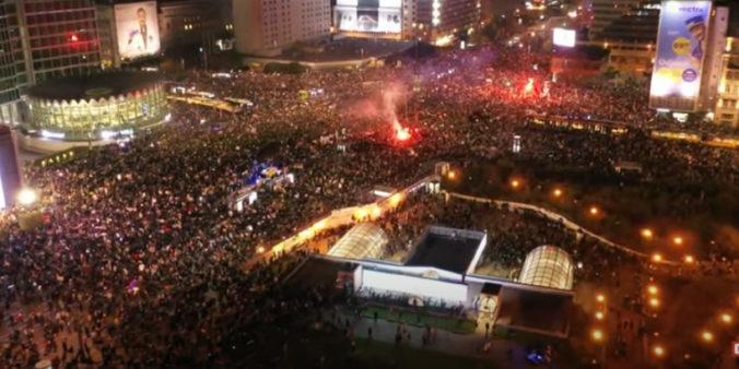 Desaťtisíce ľudí vyšlo vo Varšave do ulíc, opäť protestovali proti sprísneniu interrupcií (video)