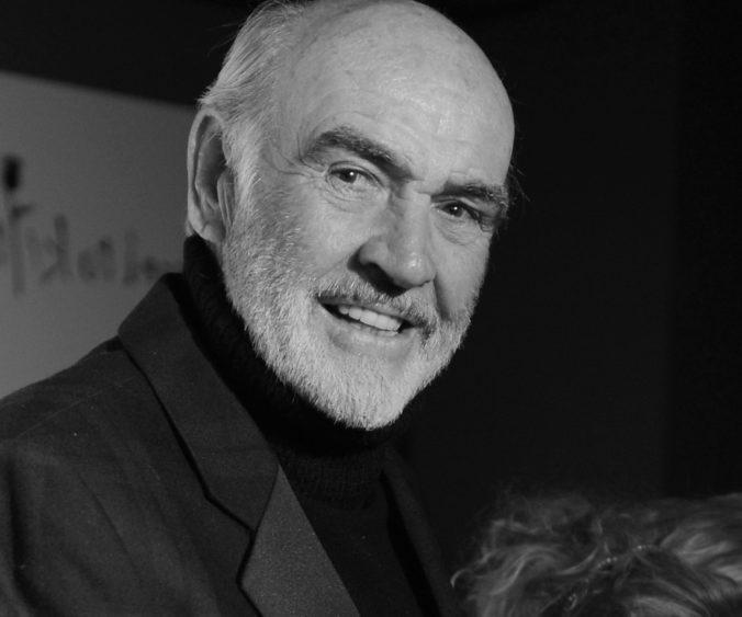 Vo veku 90 rokov zomrel škótsky herec Sean Connery. Preslávil sa ako predstaviteľ agenta Jamesa Bonda