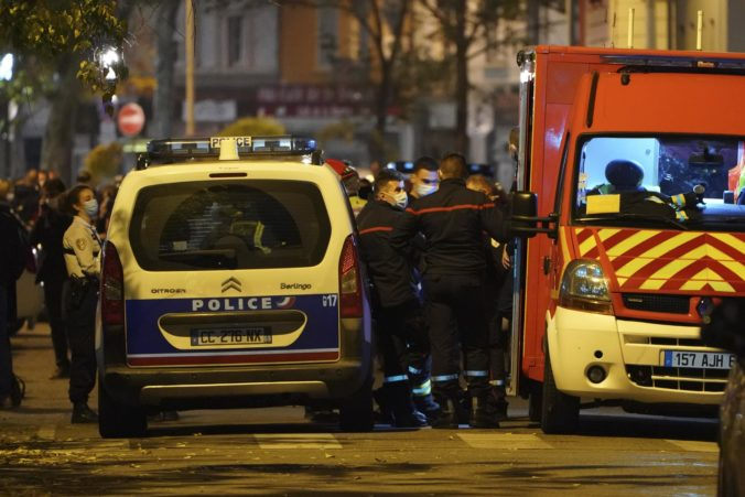Po útoku na kňaza v Lyone zadržali muža, nemal pri sebe zbraň a polícia zisťuje jeho identitu