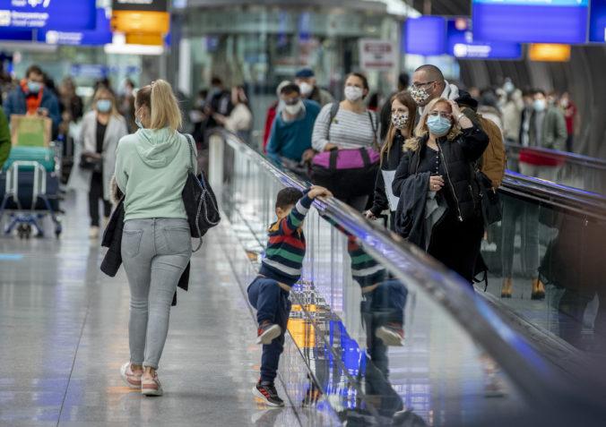 Nemecko vstupuje do čiastočného lockdownu, okrem škôl zostanú otvorené aj kaderníctva