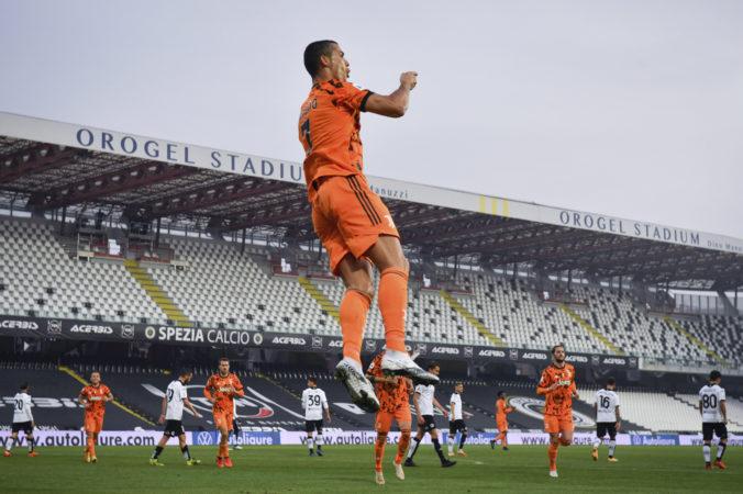 Ronaldo sa po vyliečení z koronavírusu vrátil vo veľkom štýle, rozhodol o triumfe Juventusu (video)