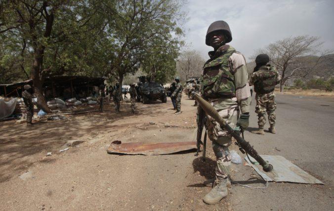 Militanti Boko Haram zabili najmenej dvanásť mužov, potom uniesli ich ženy a mladé dievčatá