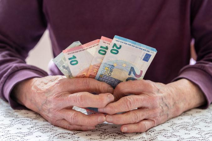 Minimálny dôchodok vytvoril medzi penzistami nerovnosť a je v rozpore s ústavou