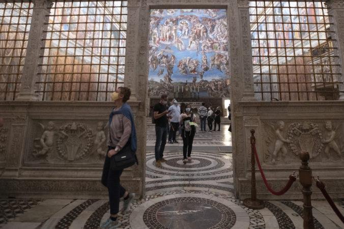 Vatikán nasleduje Taliansko a pre šírenie koronavírusu zatvorí múzeá aj Sixtínsku kaplnku