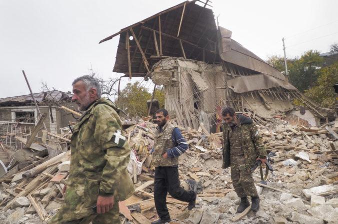 Azerbajdžanské rakety zasiahli hlavné mesto Náhorného Karabachu, zomreli najmenej traja civilisti
