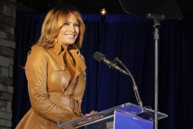 Trumpovi už údajne radí uznať prehru vo voľbách aj manželka Melania